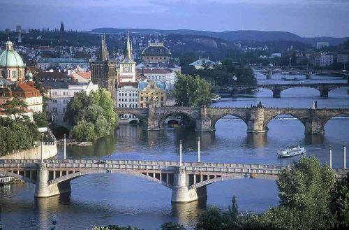 Praga, ragazzi maturi
